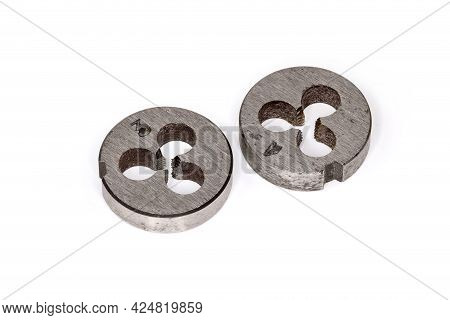 Two Old Dies Intended For Cutting Thread Different Sizes On The Rods, With Metric Thread Size Design