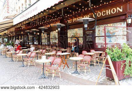Paris France-june 21 , 2021 : The Famous Restaurant Au Pied Du Cochon Located In Les Halles District