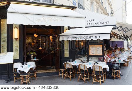 Paris, France-june 21 , 2021 : Cafe Des Antiquaires Is Traditional French Cafe Located In Saint Germ