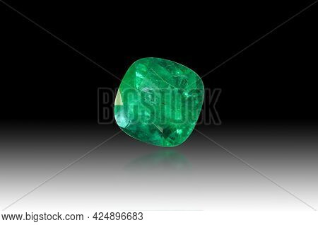 Natural Colombian Emerald Beryl Transparent Rich Green Color Cushion Faceted Loose Gemstone Setting