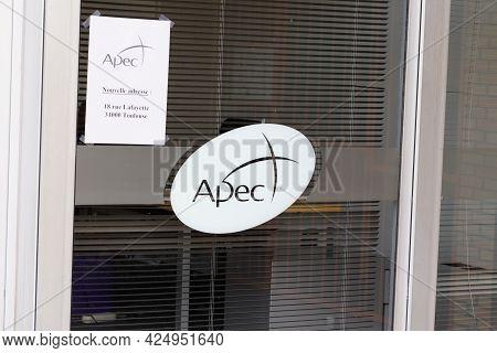 Sète , Ocitanie France  - 06 25 2021 : Apec Logo Sign And Text Brand Agency Association For The Empl