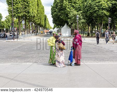 Paris, France - June 12, 2015: Colored People In Local Dress Have A Chat At The Sidewalk  In The Hea