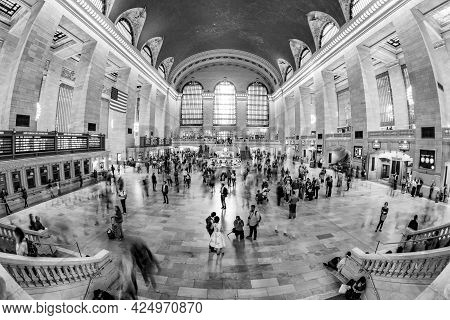 New York, Usa - Oct 22, 2015: People At Grand Central Terminal, New York City Which Was First Build