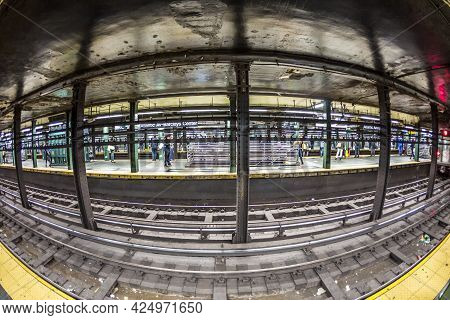 New York, Usa - Oct 21 2015: People Wait At Subway Station Wall Street In New York. With 1.75 Billio