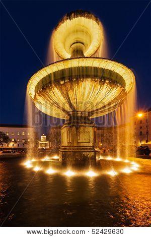 Fountain in the Geschwister-Scholl-Platz in the evening. Munich, Bavaria, Germany