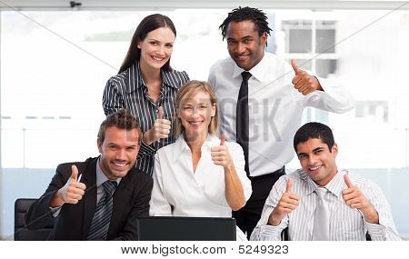 Business Team in collaborazione con Thumbs Up