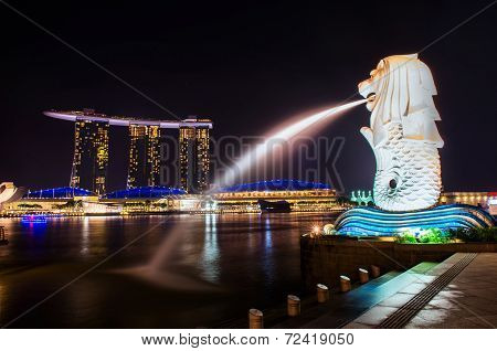 Singapore-sep 04: The Merlion Fountain And Marina Bay Sand On Sep. 04, 2014. Merlion Is An Imaginary