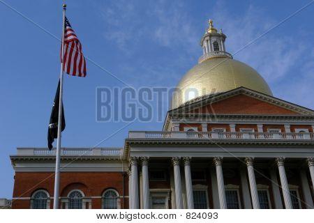amerikanische Flagge mit pow Mia Staates Haus