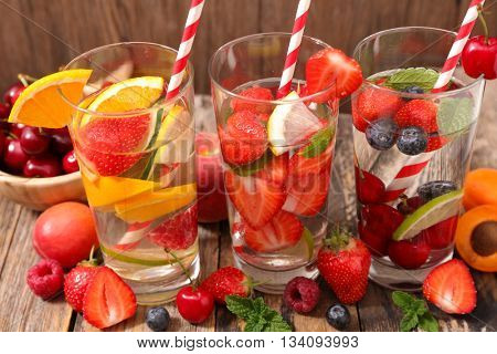 detox water with fruits