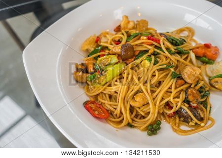 Spicy spaghetti with seafood