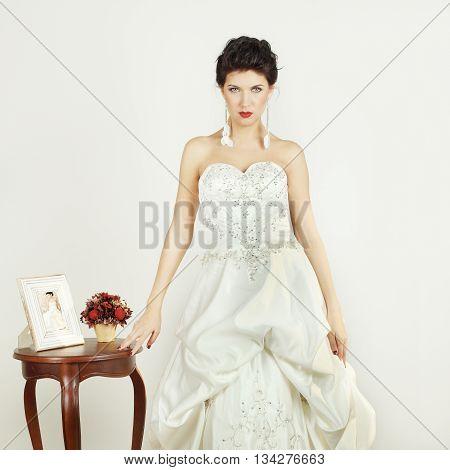 Woman in white dress - femme fatale