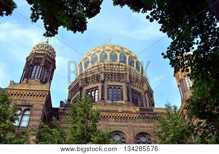 jewish synagoge in city of berlin with blue sky