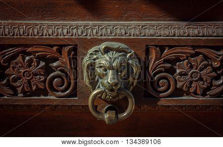 Door knocker in the shape of lion head