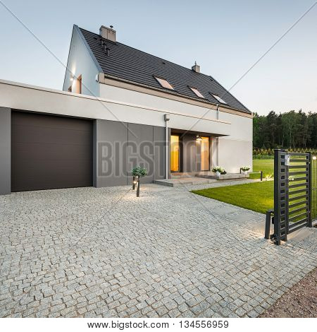Design House With Stone Driveway