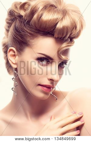 Fashion mohawk hairstyle, natural makeup. Beauty woman with mohawk. Blonde nude sexy model girl, fashion makeup, eyelashes, perfect skin. Creative unusual fashion. Skincare concept, model head