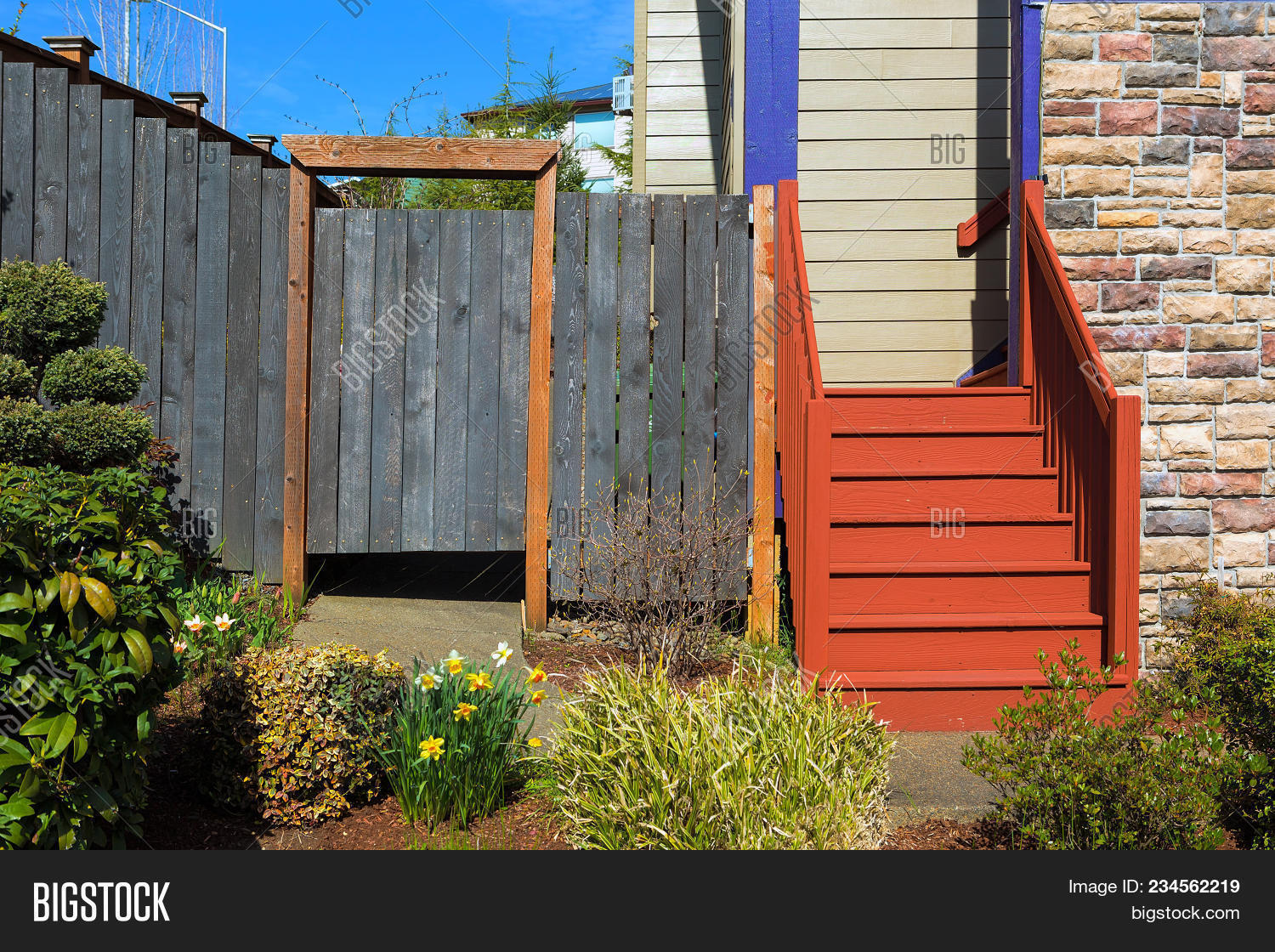 Picture of: Home Garden Frontyard Image Photo Free Trial Bigstock