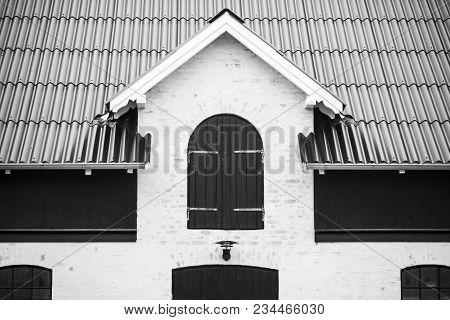 Black And White Photo Of A Modern Barn In An Old Look