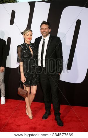LOS ANGELES - APR 3:  Kathleen Robertson, Chris Cowles at the