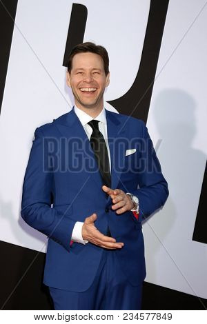 LOS ANGELES - APR 3:  Ike Barinholtz at the