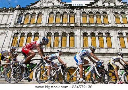 Kuala Lumpur, Malaysia : 1st February 2011 International Cyclists Compete In The Final Stage Of Tour