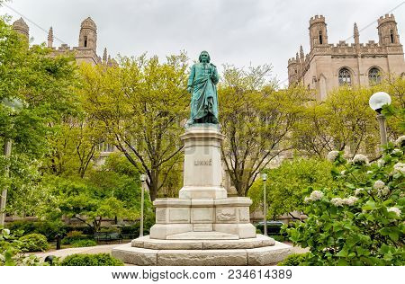 Chicago, Illinois, Usa - April 14, 2012: Monument To Carl Linnaeus In The Hyde Park Of Chicago Unive