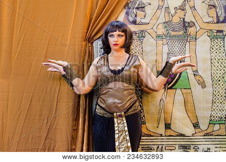 Tel-aviv, Israel - July 2, 2012: Old Egypt Statues - Participants Of Living Statues Festival In Rish