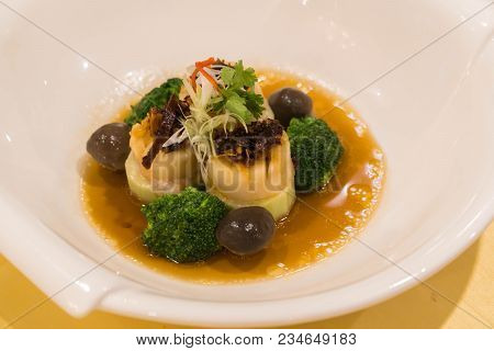 Braised Abalone With Broccoli And Bean Curd, Premium Expensive Chinese Delicacy Served During Dinner