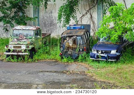 Penampang,sabah-march 25,2018:old Rusting Abandoned Four Wheel Drive Off Road And Sport Utility Vehi