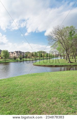Lakeside Newly Built Homes Near Urban Park In America