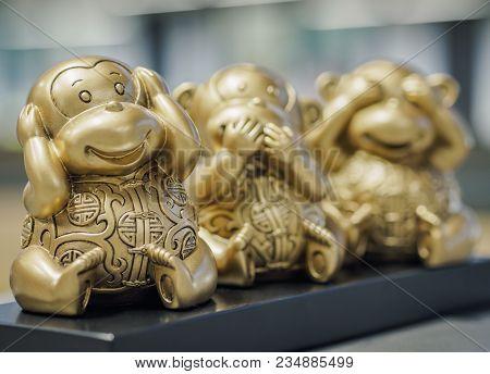 Three Wise Monkeys - Chimps Depicting