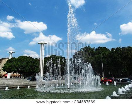 Ukraine, Kharkiv - May 28, 2015: Fountain Near The Mykola Lysenko Kharkiv Academic Opera And Ballet