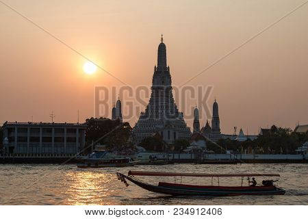 Bangkok, Thailand - 10 February 2018 : Wat Arun In The Evening And Sunset.