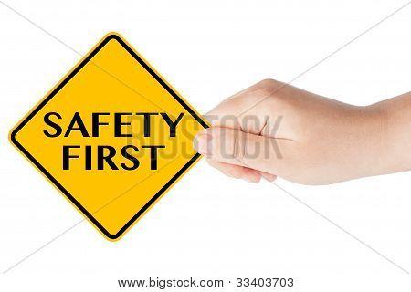 Sicherheit erste Verkehrszeichen mit hand
