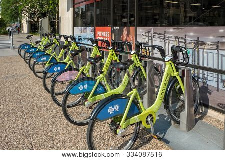 Minneapolis, Usa, - August, 9, 2019: A Rack Of Nice Ride Bicycles For Hire In Downtown Minneapolis,