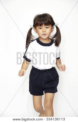 Running Japanese Girl In Sportswear (4 Years Old) (white Back)