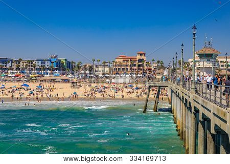 Huntington Beach, Usa - July 03, 2017: The Pier, Pacific Ocean And The Beach In Surf City Huntington