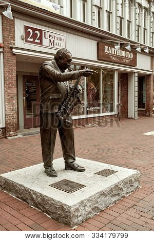 Burlington, Vermont - September 29th, 2019: Statue Of Big Joe Burrell By Chris Sharp On Pedestrian S