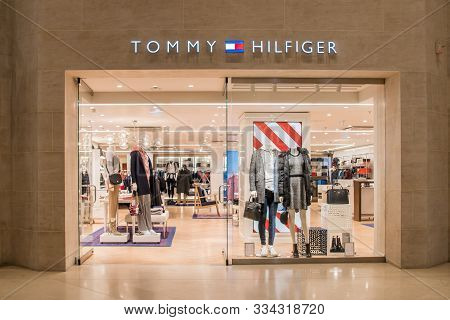 Tommy Hilfiger Store In Paris, France, 17-11-19, Luxury Clothing Brand Shop In