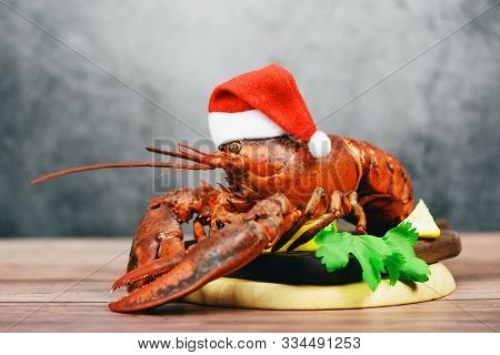 Fresh Red Lobster With Christmas Hat Shellfish Cooked In The Seafood Restaurant / Steamed Lobster Di