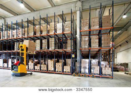 Forklifter Warehouse