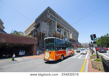 Boston, Usa - Aug. 2, 2019: Boston Old Town Trolley Tour Bus In Front Of Boston City Hall In Downtow