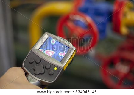 Use Of An Industrial Thermal Imager To Detect Heat Leaks, Technician Use Thermal Imaging Camera To C