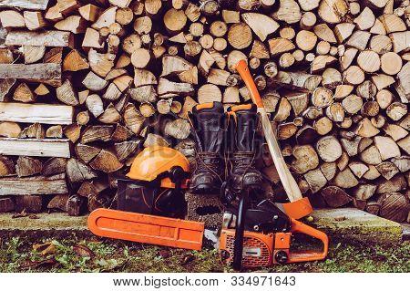 Woodcutter Equipment Axe Boots Chainsaw Helmet - The Woodcutter Serie