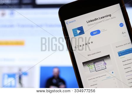 Los Angeles, California, Usa - 21 November 2019: Linkedin Learning Logo On Phone Screen With Icon On