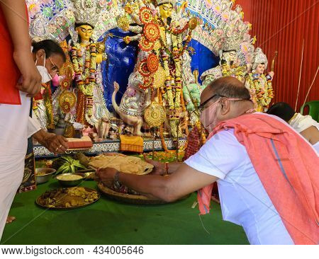 Howrah,west Bengal, India - 25th October 2020 : Vog, The Holy Food, Is Being Carried To Goddess Durg