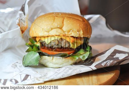 Burger Or Beef Burger Or Hamburger , Cheese Burger For Delivery