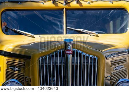 Wyoming, Usa - June 29, 2021: Close Up Of The Grill On A Classic 1936 White Model 706 Tour Bus Used