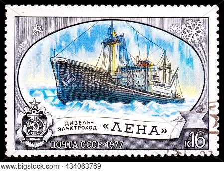 Ussr - Circa 1977: Stamp Printed In Ussr Shows Diesel Electric Ship
