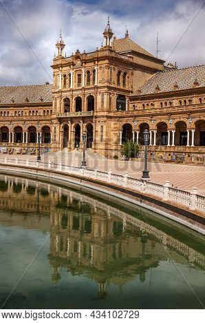 Sevilla, Spain - June Circa, 2020. Amazing Plaza De Espana. Water Reflection Of The Palace Buildings