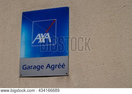 Bordeaux , Aquitaine  France - 09 20 2021 : Axa Garage Agree Logo Brand And Text Sign Front Of Frenc